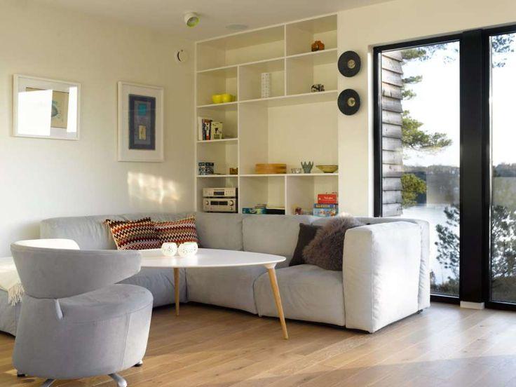 Asketisk lunhet: Selv om møblene i stuen er enkle og stilrene, gir lune og lette fargevalg også varme til rommet.