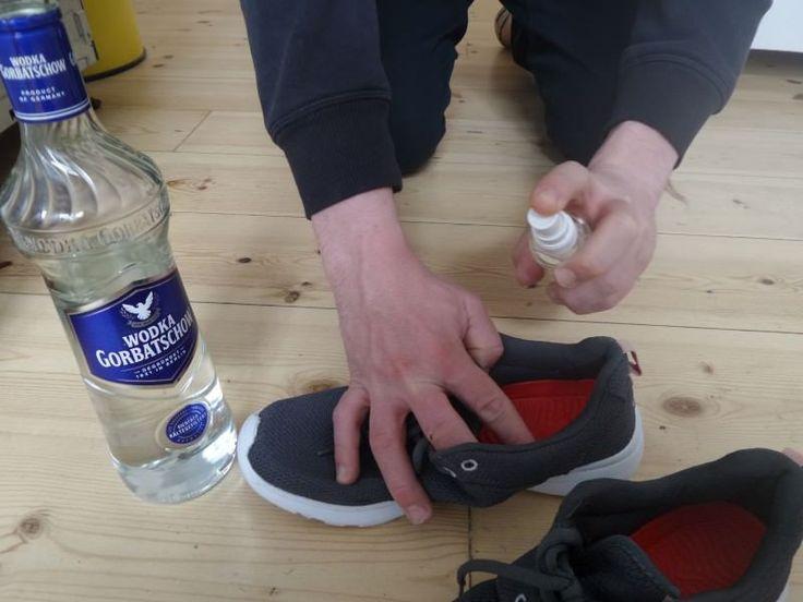 Κοινοποιήστε στο Facebook Βότκα: ένα πολύ βολικό ποτό, που πίνετε μόνο του ή σε συνδυασμό με άλλα ποτά και cocktail. Ξέρατε όμως, ότι είναι χρήσιμο και για πολλά άλλα πράγματα; Μπορείτε να το χρησιμοποιήσετε για τον καθαρισμό και για διάφορες...