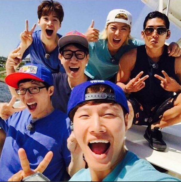 "Henry, Kangnam, Park Joon Hyung, and ""Running Man"" Cast Snap Photo on a Yacht"