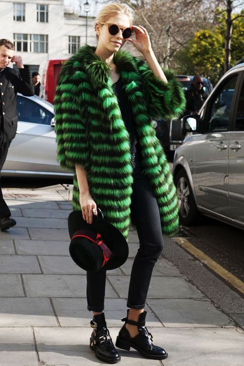 Street Style #streetchic #awesome love warm coats. #fashison