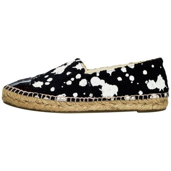 Preowned Chanel Black & White Tweed Paint Splatter Espadrilles Sz 38 (1,785 PEN) ❤ liked on Polyvore featuring shoes, sandals, low heels, white, low heel sandals, black white shoes, black and white espadrilles, black and white sandals and white and black sandals