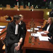 Op 9 maart was er in het Europees Hof van Justitie een pleitzitting over de vraag of het uitlenen van e-books door openbare bibliotheken wel of niet onder het leenrecht moet vallen (dat al voor papieren boeken geldt sinds 1996). De Vereniging van Openbare Bibliotheken heeft deze principekwestie aangekaart. De uitspraak gaat gevolgen hebben voor bibliotheken in de hele EU.