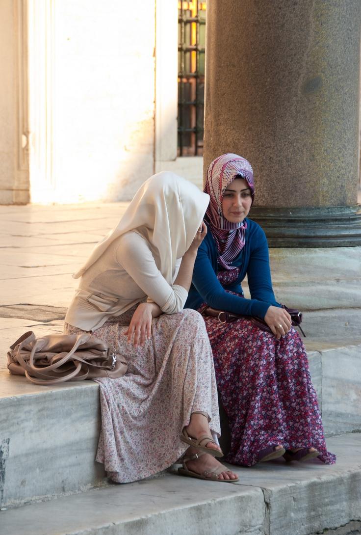 The elegance of muslimahs. ❤ hijab style #pretty #hijabi