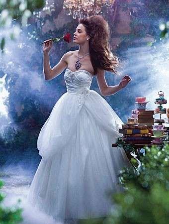 Abiti da sposa ispirati alle principesse Disney - Abito ampio con gonna romantica
