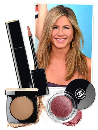 Jennifer Aniston's beauty look at the New York City premiere of We're The Millershad an especially rosy outlook thanks to the faint blush and petal pink tones her makeup artist Angela Levin used.
