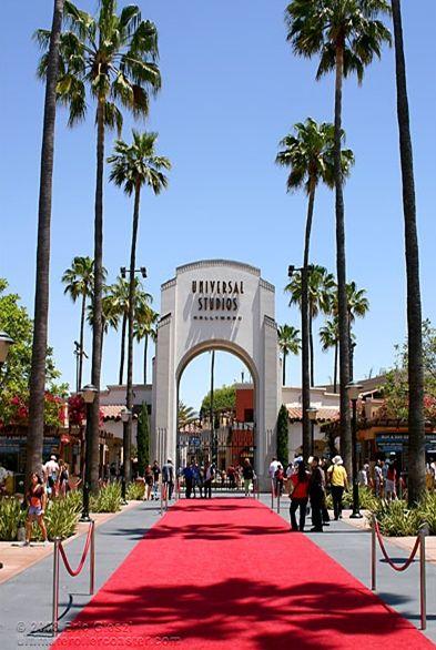 Universal Studios Hollywood entrance #RedCarpet