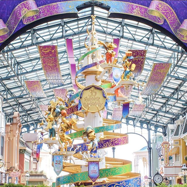 whos going to be at tokyo disneyland on the first day of the 35th