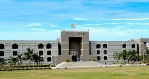 ગુજરાત રાજ્યમાં રાઇટ ટુ એજ્યુકેશનના કાયદા હેઠળ ગરીબ વિદ્યાર્થીઓ માટે ૨૫ ટકા ક્વોટાના અમલ માટે ગુજરાત હાઇકોર્ટમાં દલિત હક્ક રક્ષક મંચે કરેલી જાહેર હિતની અરજીના પગલે અદાલતે  ૫૬૮  નોન-ગ્રાન્ટેડ, ખાનગી શાળાઓ સામે કાઢેલી નોટિસોના જવાબમાં અત્યાર સુધીમાં આશરે ૩૭૫ શાળાઓએ તેમની એફિડેવિટો ફાઇલ કરી છે. હજુ સુધી ૧૭૫ જેટલી શાળાઓએ તેમની એફિડેવિટો ફાઇલ કરી નથી.