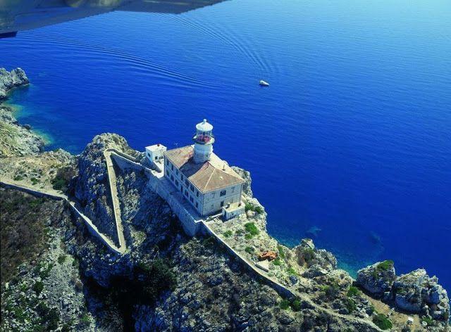 """Daniela Scarel """" ARTE """": Faro di Palagruza in Croazia dove Dormire"""