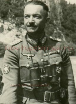 General der Gebirgstruppe  Karl Eglseer (05 July 1890 - 23 June 1944), commander 4. Gebirgstruppe Division, 114. Jäger Division, XVIII. Gebirgskorps. Knight's Cross on 23 October 1941 as GM and commander 4. Gebirgs Division. Eglseer was killed in an air crash in Austria on 23 June 1944, along with generals Thomas von Wickede and Eduard Dietl.