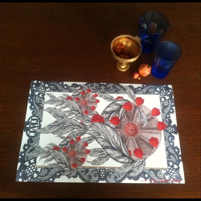 Paper sous-plat,print:leaves and berries by Katia Delatola