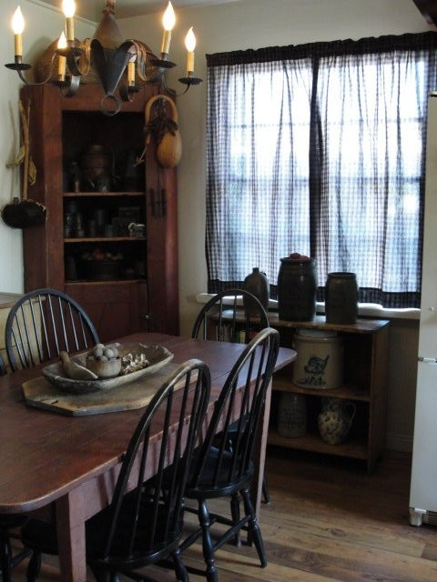 Windsor Chairs With Farm Table Make Perfect Setting Primitive Dining