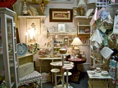 Florida - Visit the Orange Antiques Mall in Winter Park, just minutes from Orlando, a 90-dealer building that's chock-full of collectibles and furnishings — from Victorian serveware to mid-century modern pieces, vintage clothing to shabby chic home décor.  @Lisa Cody-Rapport we need to visit here!