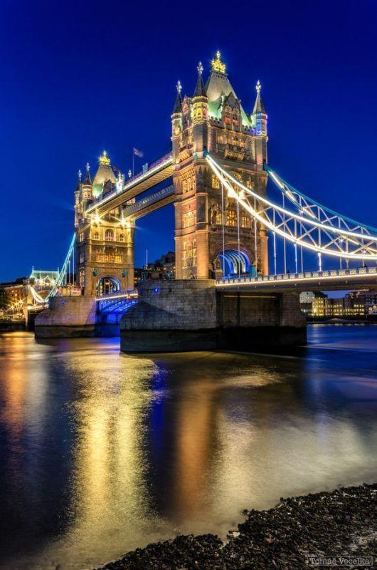海運が発達していたテムズ川でロンドンで最も愛される橋。ロンドンのシンボルとして欠かせない名所!ロンドン 旅行・観光のおすすめ見所!