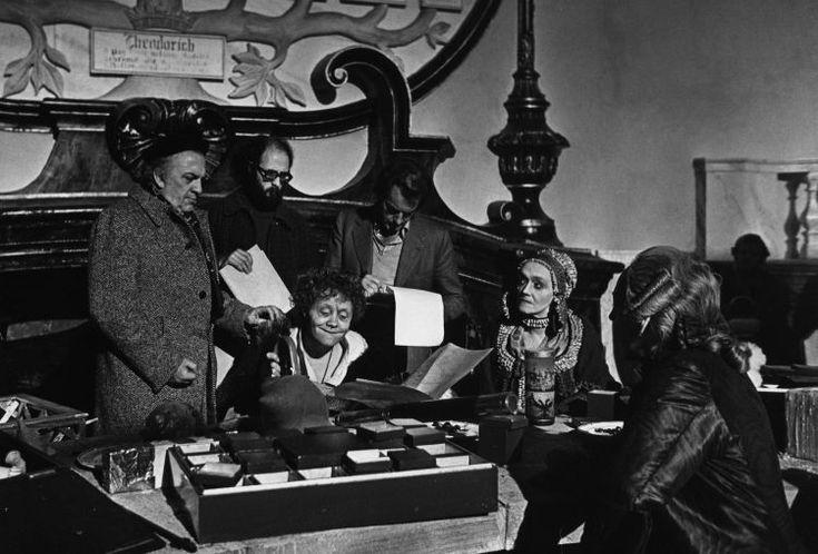 """Un'esposizione al museo di Rimini con oggetti, foto e costumi di scena per celebrare i 40 anni del """"Casanova"""" di Federico Fellini."""