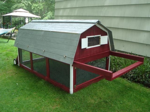 Best 25 mobile chicken coop ideas on pinterest chicken for Portable coop