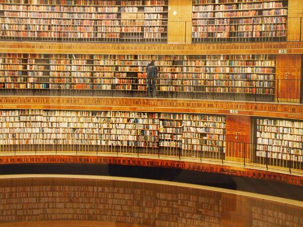 Bernard Quiriny e il bibliotecario dei libri che continuano a scriversi da soli