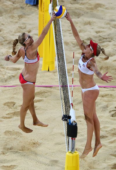 Kerri Walsh Jennings' New Beach Volleyball Partner: Meet April Ross #olympics #volleyball - Wie tikt em over? Mooie foto