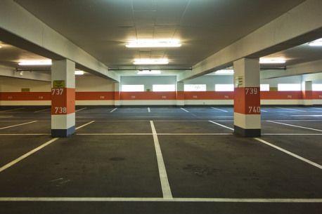 Parkplatz-Markierungen: das bedeuten die verschiedenen Farben