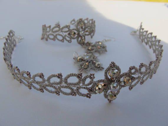 Rose oro cristalli e conteria Toho rame in questo bracciale di nozze Pizzo chiacchierino complemento matrimonio stile boho. Può essere utilizzato come un damigelle donore gioielli, o come un regalo di compleanno per una ragazza. Questo elenco è per un braccialetto. Girocollo a complemento può essere trovato qui:  www.etsy.com/listing/532553657  e orecchini qui:  www.etsy.com/listing/519207372  Lunghezza del bracciale: ~ 15cm (ha una catena di montaggio) Larghezza Bracciale...