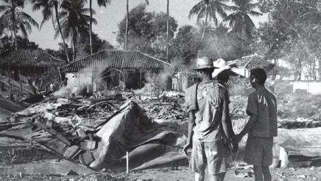 met de Indonesiërs ging het steeds slechter, huizen gingen kapot... en ze begonnen steeds meer dingen te verliezen.