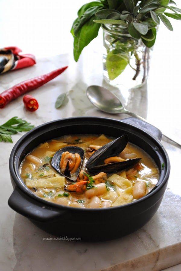 Oggi vi porto in Abruzzo con una minestra a base di legumi e mitili, ovvero cannellini e cozze.   Il formato di pasta fatto in casa, a ...