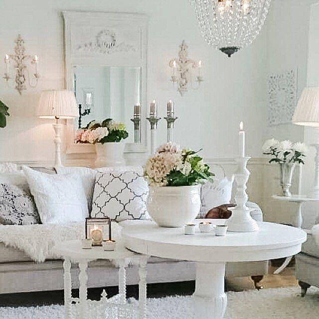 Buon pomeriggio…  Oggi siamo in Svezia nella bellissima casa in riva al mare di Lotta, un raffinatissimo ed elegante total white …       ...