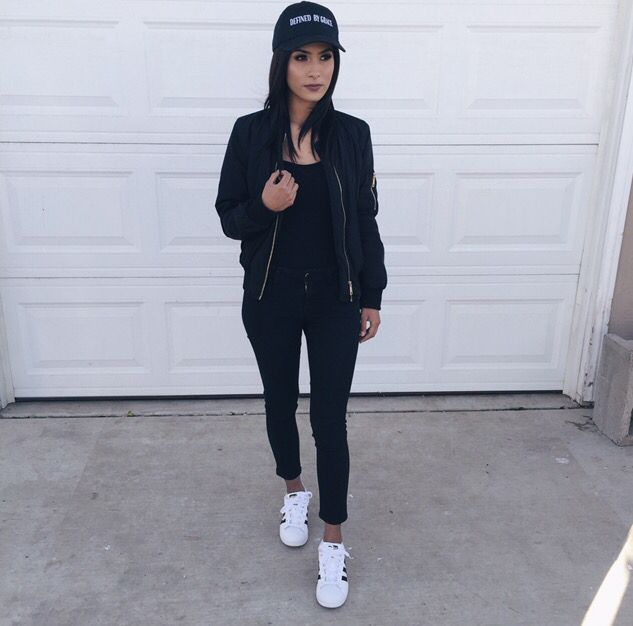 Casual all black outfit with baseball cap