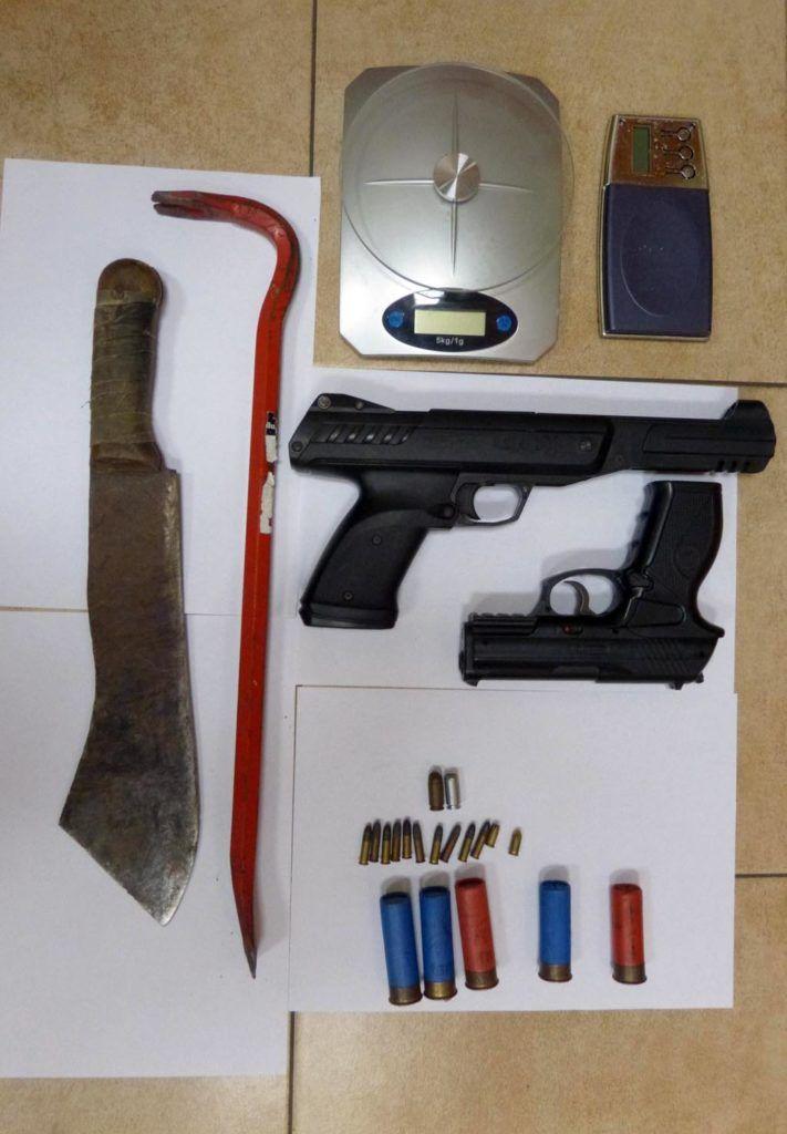 Broń, amunicja i konopie indyjskie #Brzeszcze #broń #amunicja #konopie #policja #przestępstwo