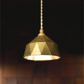 Lampe Futagami / Lampe Futagami   320,00 €  Très belle lampe créée par le designer Oji Masanori et réalisée par Futagami, une des entreprises les plus anciennes spécialisée dans le moulage du laiton.    320,00 €  Très belle lampe créée par le designer Oji Masanori et réalisée par Futagami, une des entreprises les plus anciennes spécialisée dans le moulage du laiton.