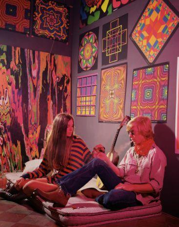 Hippie Couple Smoking in Psychedelic Bedroom. 17 Best ideas about 60s Bedroom on Pinterest   Retro bedrooms