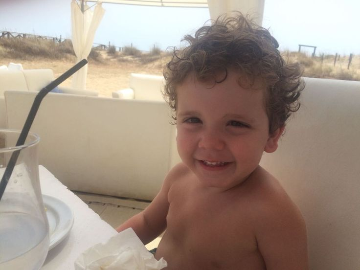 Alejandro murió cuando contaba poco más de tres años. Ocurrió el pasado mes de noviembre en Salamanca. Sus familiares sospechan de la vacuna de la varicela Varivax pues se la pusieron al mediodía y…