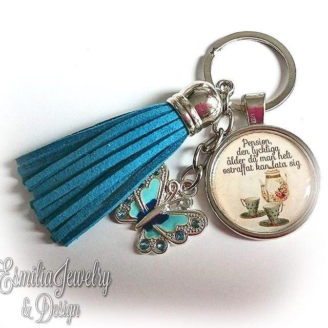 WEBSTA @ esmiliasmycken - Skriv meddelande till mig med vad du önskar på instagram direkt eller facebook.#nyckelring #smycke #nyckelknippa #väsksmycke #väska #mamma #mormor #familj #bloppis #loppis #shoppa #shopping #tillsalu #smycken #budskap #jewelry #handgjort #pyssel #mode #accessoar #nycklar #silver #pressent #vän #kompisar #vänner #vänskap #mamma #mormor