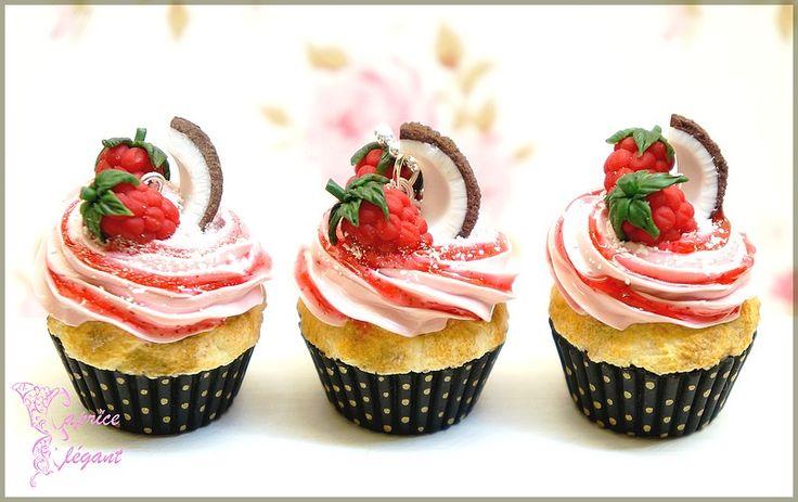 Bijou gourmand sautoir Cupcake Coco Framboise en pâte polymère