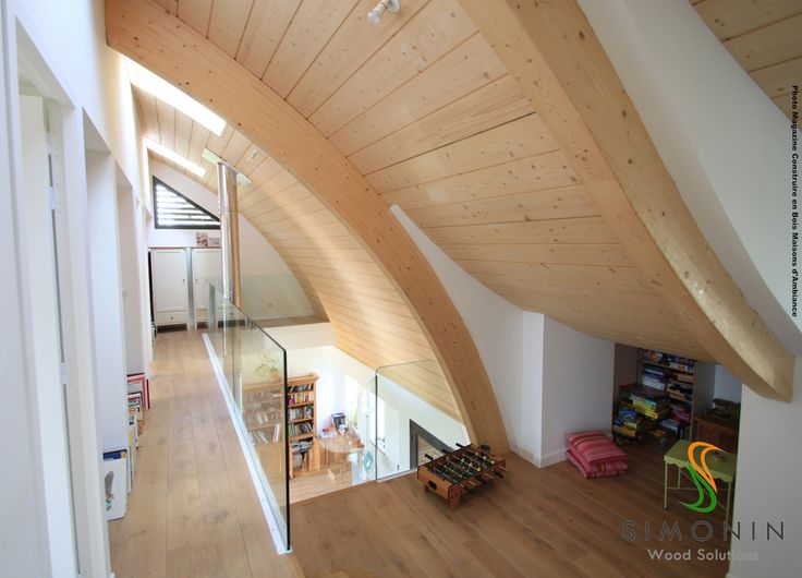 Simonin SAPISOL Envoy this wide open space with a natural timber finish. High ceiling wide spans, timber roof  and curved truss SIP structural insulated panel with finished timber surface