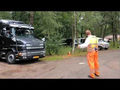 Wereldrecord langste rouwstoet is gevestigd door 107 lijkwagens in Nederland, ook Belgische begrafenisondernemers reden mee tijdens deze recordpoging.