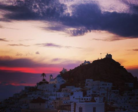Amazing sunset view, from the Chora of Ios.  #sunset #lifeonios #sunsets #visitgreece #travelingreece #travel #travelgram #iosgreece #iosisland #greecetravelgr #welovegreece #cyclades_islands #cyclades #view #greekislands #discovertheworld
