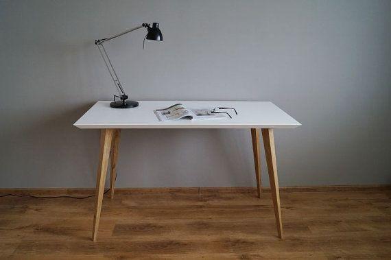 "Desc/Table ""Oak and White simple"""