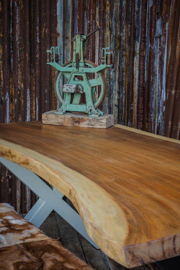 handpikt voor u uitgezocht, suar boomstamtafels / boomtafels, boomstamtafels.  unieke robuuste industriele tafels uit 1 stuk hout, zer uniek tot 500 cm lang, bij woodindustries.