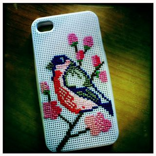 i phone cover/ cross-stitch at zeza@flor blog!: needle-fun