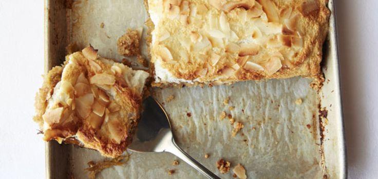 Recept - Rabarber-honingtaart met merengue en kokos - Libelle Daily