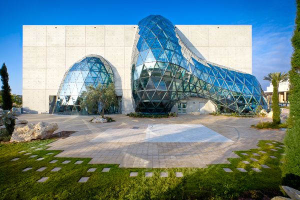 "Salvador Dalí Museum  A concrete box is cleaved by the ""enigma,"" an amorphous geodesic atrium made of 1,062 unique triangular glass panels, and its smaller glass counterpoint, the ""igloo.""    Photo HOK/Moris Moreno: Hok, Salvador Dali, Favorit Place, Building, Florida, Dalí Museums, Salvador Dali Museums, Architecture, St. Petersburg"