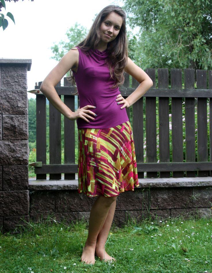 Šaty fuchsiové s půlkolovou sukní
