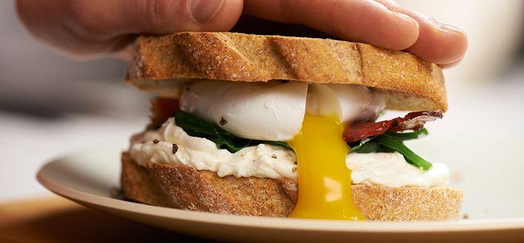 Philadelphia Sandwich con Uovo in camicia, Philadelphia e Spinaci
