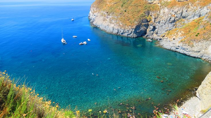 Good Morning Ischia! Today's blog is about the bay of Sorgeto - www.ischiareview.com
