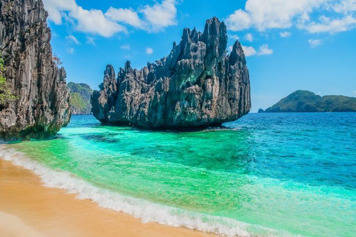 Asia sigue siendo visto como el continente más exótico y paradisíaco del planeta, a juzgar por la cultura zen que envuelve sus templos, la paz que transmiten sus selvas y las playas de aguas turquesa que acarician desde las costas de Maldivas hasta las de Filipinas.Si faltan pocos meses para tu boda y aún no te has