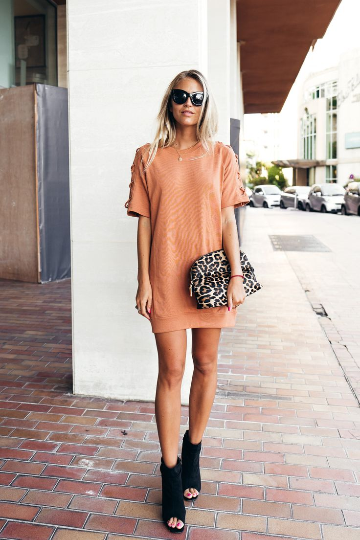 River Island glasses/ Missguided dress and shoes/ Leowulff bag (here!) Minns ni…