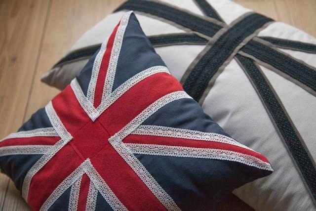 Union Jack pillows with lace and ribbons tutorial von mri: Großbritannien Flaggen Kissen