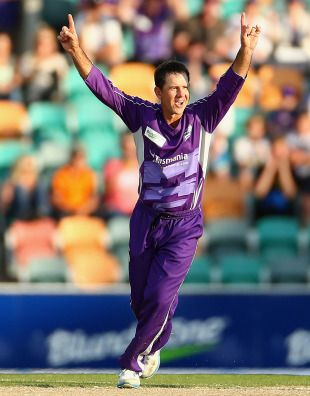 Ricky Ponting claimed a wicket in the one over that he bowled, Hobart Hurricanes v Sydney Thunder, Big Bash League, Hobart, December 23, 2012