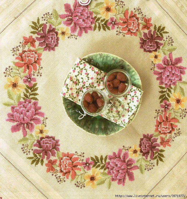 Цветочный венок на скатерти | HandMade